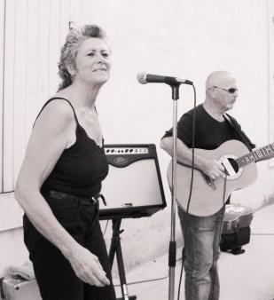 Eliette chante le blues en Vaucluse avec le groupe Top Blues Affair.