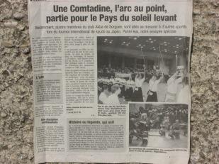 A Tokyo, Japon, Eliette fait du Kyudo, article dans La Provence.
